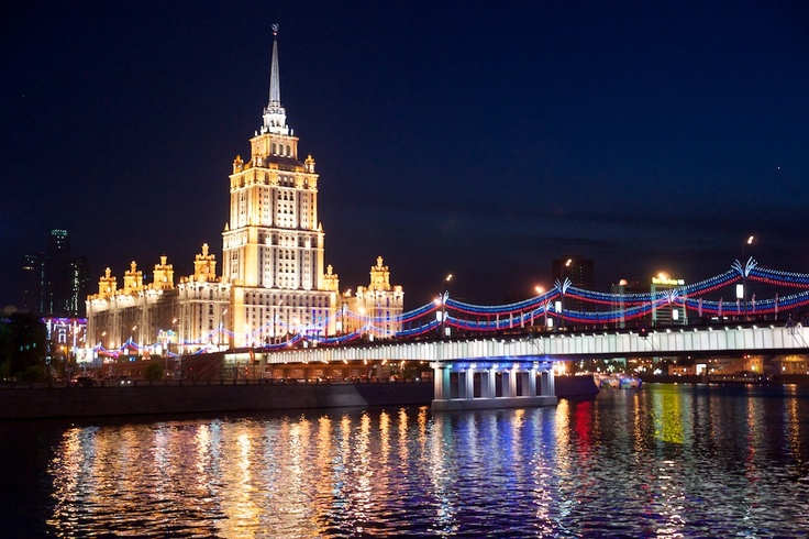 Night view of Radisson Royal Hotel Moscow and Novoarbatsky bridge
