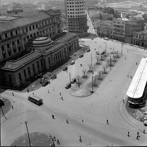 1940 - Praça João Mendes. Ao fundo a rua Tabatinguera.