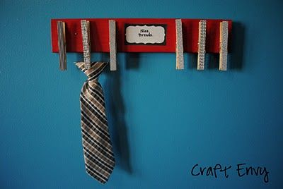 the little boy version of a hair bow holder- a tie holder!  how cute.