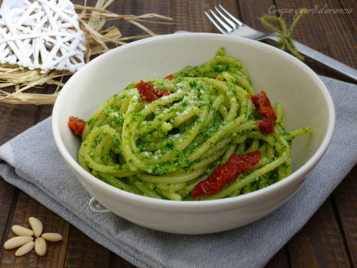 Glispaghetti pesto di rucola e pomodori secchi sono un primo piatto semplicissimo e perfetto da preparare anche all'ultimo momento!!! Domenica scorsa avev