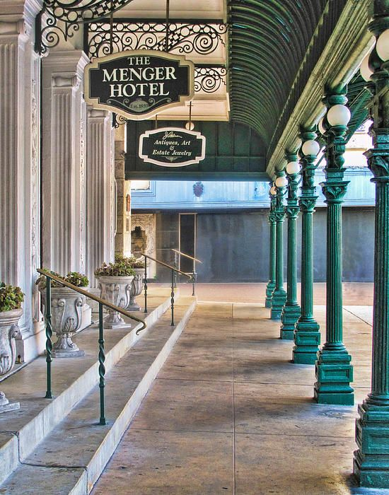 The Menger Hotel In San Antonio, Texas [I hear it's haunted. I also hear it has a bar. One of those things is more important than the other.]
