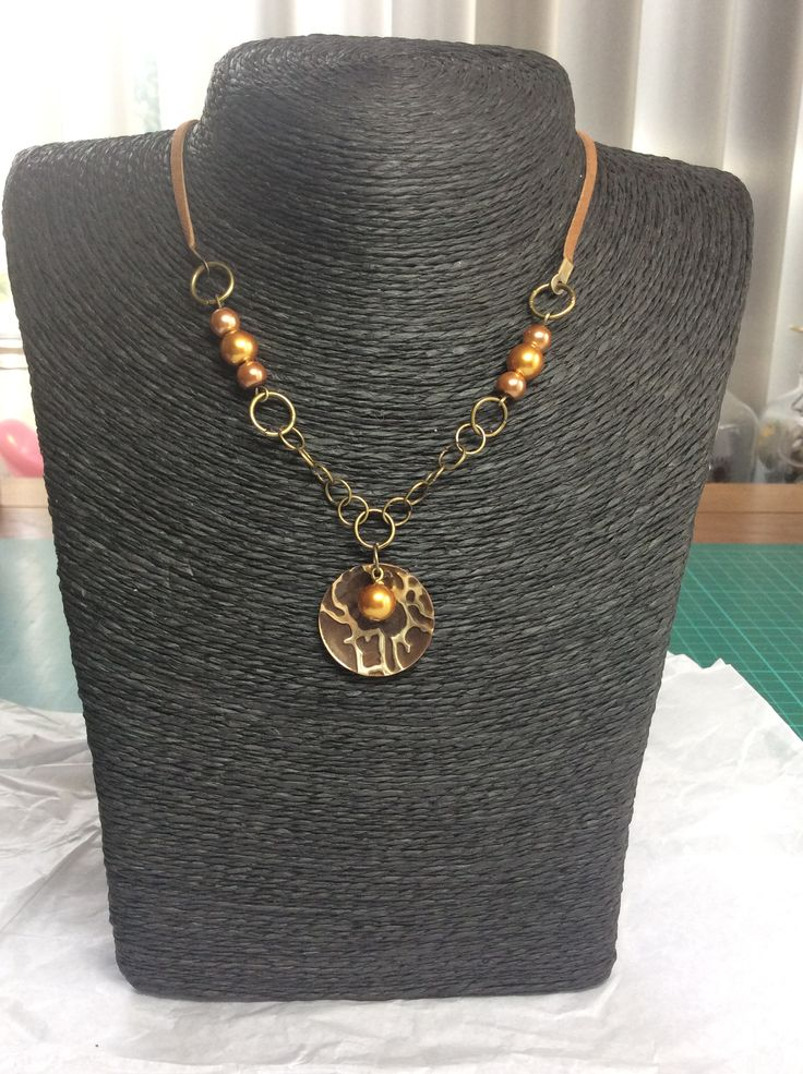 Necklace golden pearl, sizzix, ranger, utee, vintaj