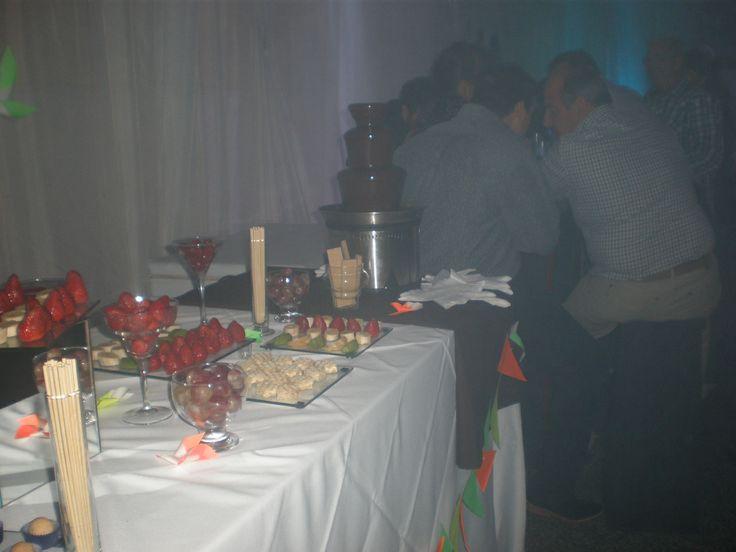 Cumpleaños con fuente de chocolate By Dulcinea de la fuente www.facebook.com/dulcinea.delafuente   #fiesta #festejo #cumpleaños #mesadulce#fuentedechocolate #agasajo# #candybar  #tamatización #personalizado #souvenir #party box #regalos personalizados #catering finger food#catering de té y chocolate
