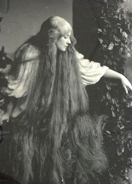 Tosivanha: Hyvin pitkät hiukset, vintage, valokuvat --- (Mulla on sellaiset päälle istuttavat, muttei sentään niin pitkät kuin näissä kuvissa.)