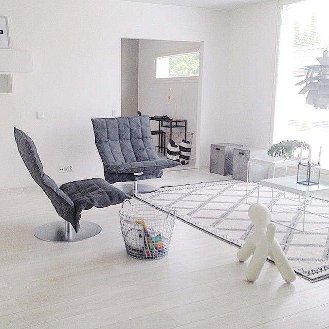 Woodnotes wide swivel k chairs by Elämän Mittainen Projekti