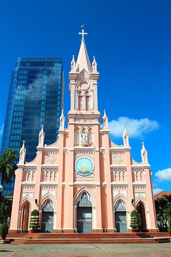 ダナンの中心部にあるカトリック教会のダナン大聖堂。ダナン 旅行・観光のおすすめスポット!