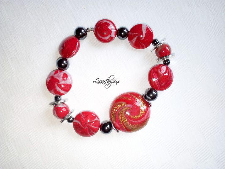 Bracelet rouge pâte polymère, hématite, sur élastique : Bracelet par lisartbijoux
