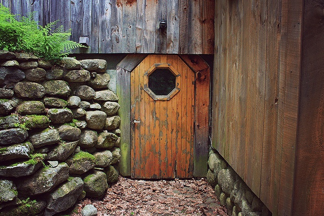 really like the little door and wall! & 9 best Little doors in the wall images on Pinterest | The doors ...