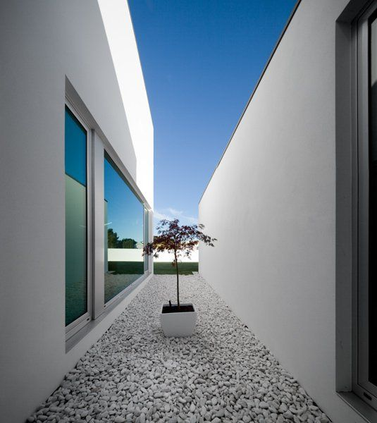 Awesome RVDM Architects Design The Marvelously Shaped Aradas House In Portuguese  Town Of Aveiro.