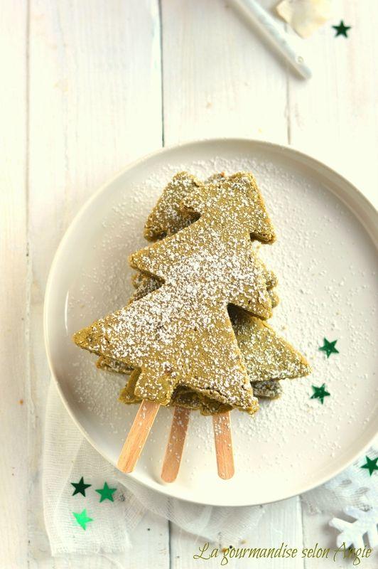 brownie au thé matcha et chocolat blanc - sapin Noël | matcha brownie Christmas tree #vegan  http://www.la-gourmandise-selon-angie.com/archives/2014/12/01/30722388.html