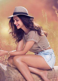 Deepika Padukone / Bollywood Actress / Indian / hot short / hat