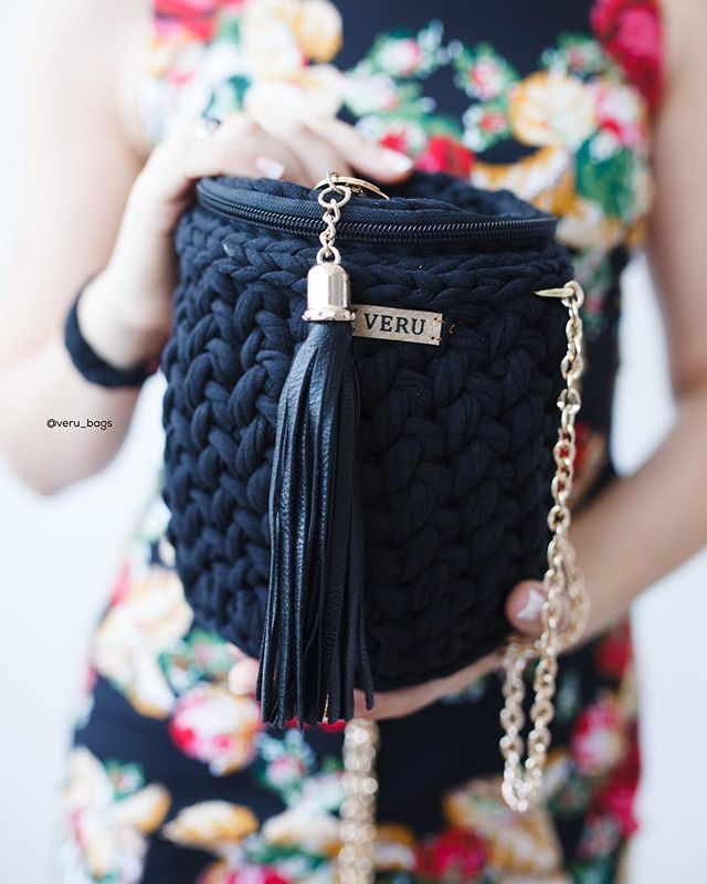 WEBSTA @ veru_bags - Когда мне зададут вопрос какая у меня любимая модель сумки, теперь я знаю что ответить. One love ❤️ А вы успели полюбить эту модель? Photo by @helienma __________________________Ну а эта красотка ищет хозяйку  Уже хочешь? Тогда пиши в direct или Viber/wa  375-29-341-42-11  Прекрасно держит форму. Есть подкладка. Очень вместительная. Собственный дизайн. Эксклюзивность. Широкая цветовая палитра. Доставка почтой по всему миру ( не входит в стоимость).