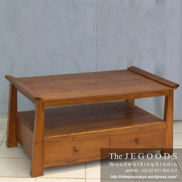 Beautifully hand made coffee table with drawers produced by the Jegoods Woodworking Studio Indonesia. A furniture manufacturer at factory prices.