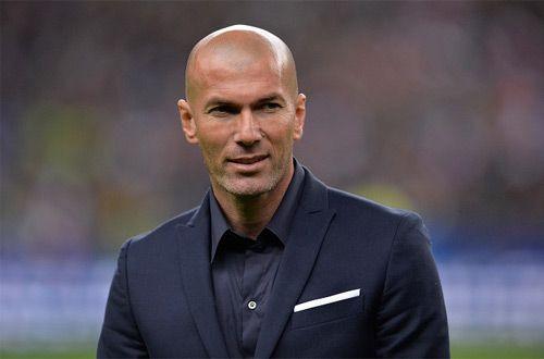 У Зинедина Зидана лопнули штаны во время матча «Реал» против «Вольфсбурга» (видео)