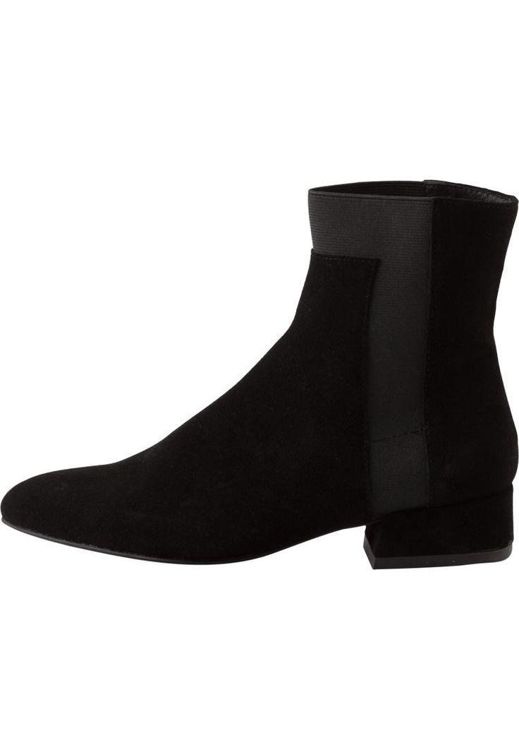 Low Suede Boot DJF16