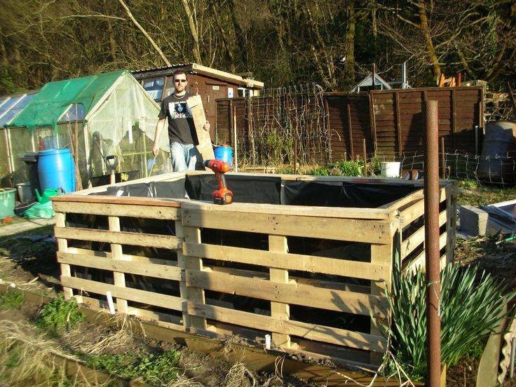 17 best images about raised beds made with pallets on for Flower beds out of pallets