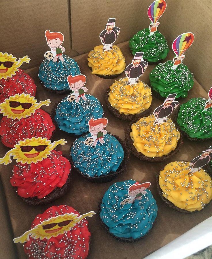 Cupcake da @thorpesbrigaderia com nossas plaquinhas!  #mundobita #festadobitarecife #festainfantil