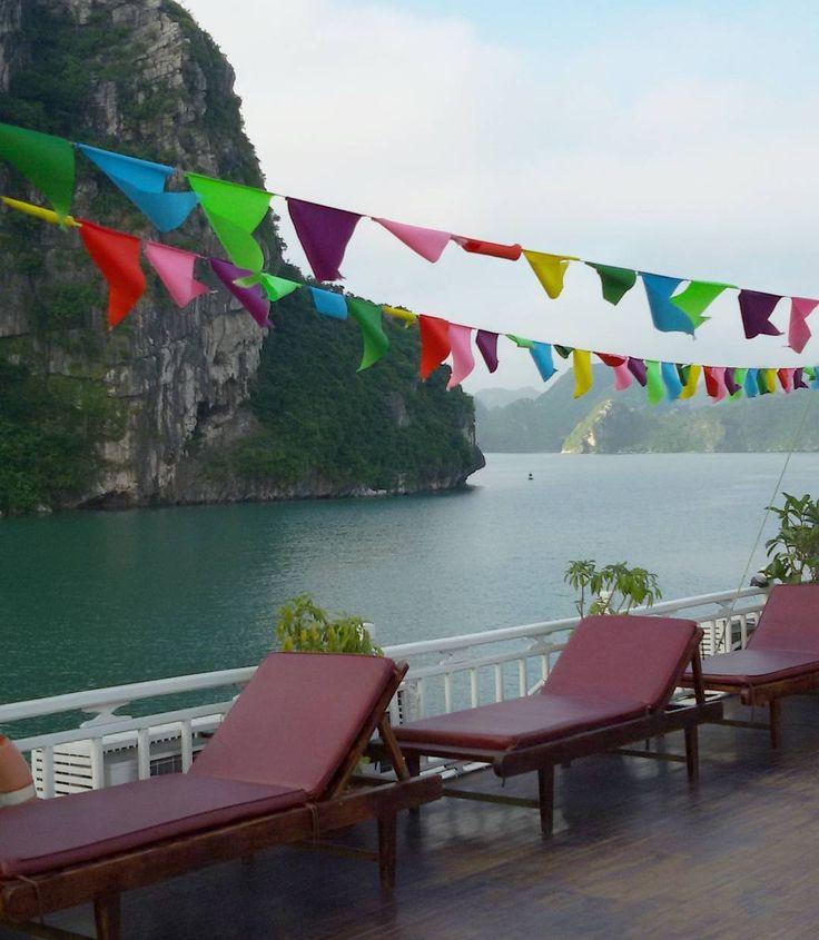 Desejando muito estar em algum lugar do mundo (preferencialmente no deck de um barco contemplando a natureza em Halong Bay)