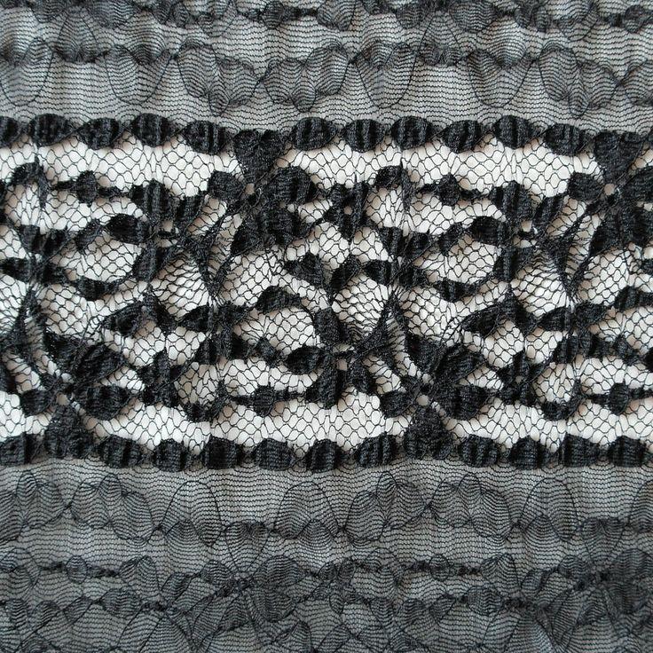 Dantela elastica neagra MCR8675BK.  Latime   132 / 137 (cm); Greutate 120~130 (per gram);  Compozitie (%) Bumbac 95%; Spandex 05%;