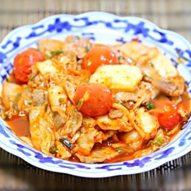 いつもの豚キムチ炒めにミニトマトを加えてサッパリといただきます〜 - 8件のもぐもぐ - 酸味か美味しい、豚キムチ炒め by kamekichipapa
