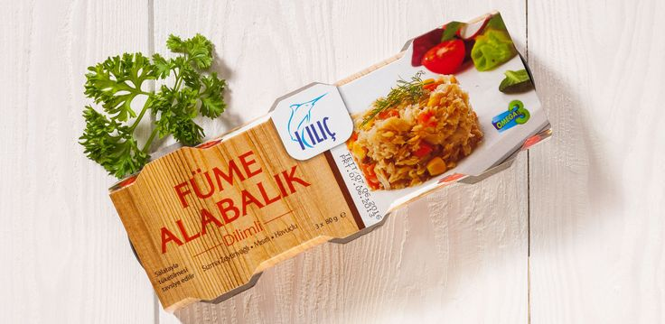 Alabalık Füme Kırpıntı Ürün içerisinde sızma zeytinyağı, mısır ve havuç bulunur. Tüketime hazırdır. Pratiktir. Kullanım: Ürün açıldıktan sonra kullanıma hazırdır.  Salata ile kullanılması tavsiye edilir. Beslenme faktörleri: Alabalık iyi bir protein kaynağıdır, aynı zamanda Omega 3 açısından zengindir.