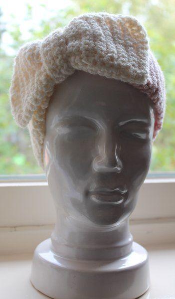 Bij de tuniek/sjaal heb ik nu ook een hoofdband gehaakt met strik.   Het patroon is heel eenvoudig.  Je haakt alleen een vaste in elke vaste...