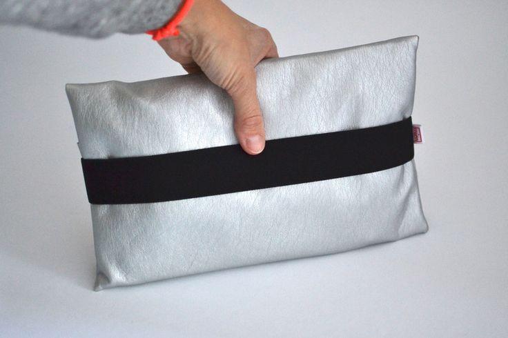 Feuchttüchertaschen - Wickeltasche silber schwarz - ein Designerstück von babymien bei DaWanda
