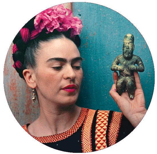 Frida with Olmeca figurine, Coyoacan, 1939. Nickolas Muray Photo Archive, Courtesy New York Botanical Garden.