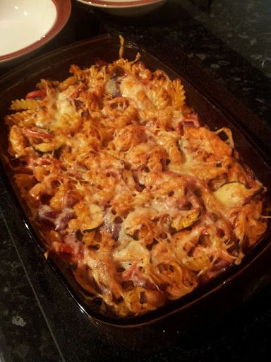 I had some leftovers to use up and so created this tasty pasta bake.   Serves 2   Extra Easy - 0 syns, HEXa   Ingredients  200g Dried Fusill...