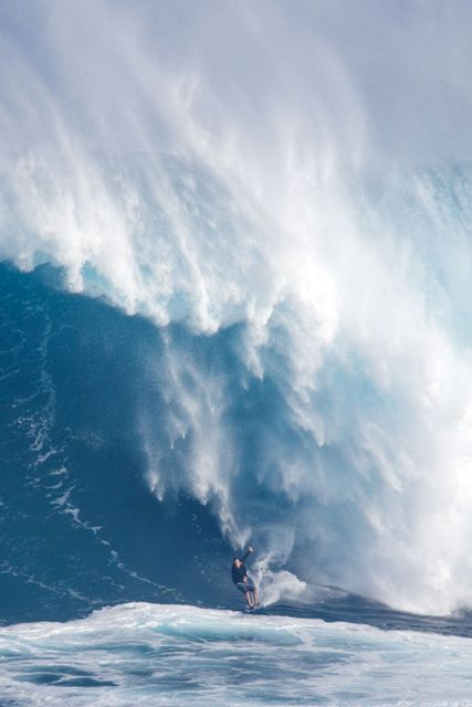 Very Big Wave, a Great Challenge while Surfing ...