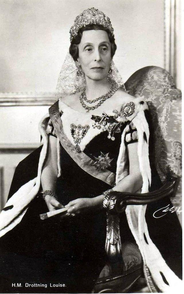 Luisa Mountbatten, Reina de Suecia La Reina Luisa la usaba a menudo en las ceremonias de apertura del parlamento.