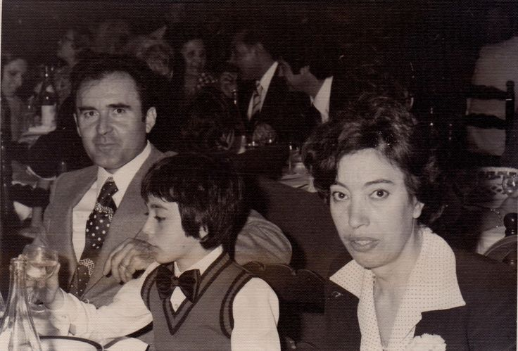 Maria ad un pranzo di matrimonio con la famiglia (anni '70)