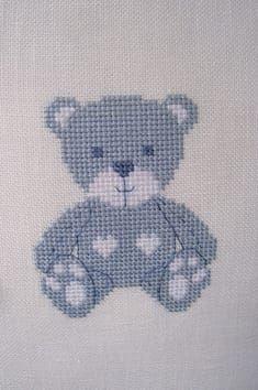 """Un petit ours bleu pour accueillir un petit garçon ;-) """"Coeur beb …   – Point de croix bébé"""