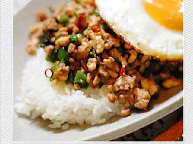 簡単♪ガッパオ飯(挽肉とバジルの炒飯)の画像
