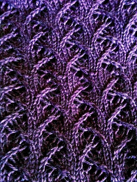 Ravelry: Thorny pattern by Lisa Villarreal. Fantastic stitch {free scarf/cowl pattern}.