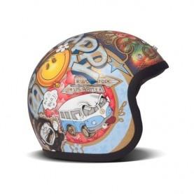 Casque de la marque italienne DMD HELMET en Fibre de verre. Forme de calotte arrondie spécifique à ce modèle pour un look total rétro.
