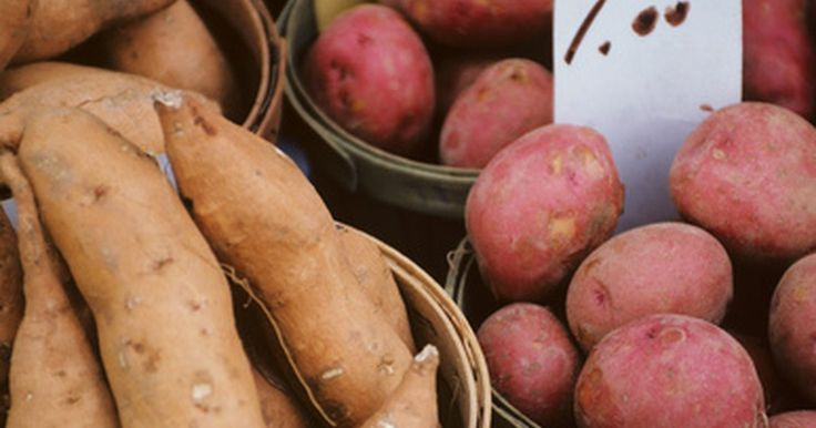 Como evitar que as batatas assadas grudem na assadeira
