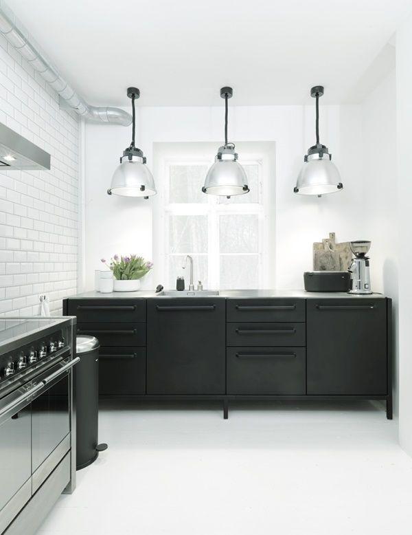 Wir zeigen ihnen die schönsten ideen für schwarze küchen tolle inspirationen und verschiedene modelle schauen sie rein