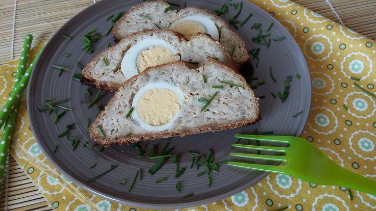 Főtt tojásos egybesült csirkemell fasírt (diétás Stefánia vagdalt) kenyér helyett zabpehellyel.