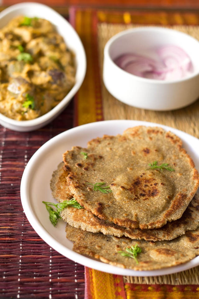 bajra roti - nutritious flat breads made from millet flour. gluten free & vegan