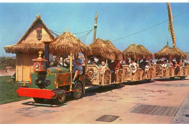 postcards from The Hawaiian Village located at the Windsor Hills Mall in Oklahoma City. Opened in 1960.