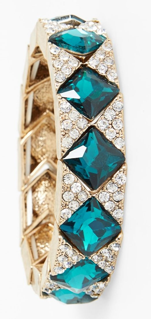 This crystal stretch bracelet will add a touch of vintage-inspired glamour to any look.