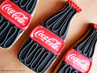 Coca-Cola Cookies SO SO CUTE---WITH COKE ICE CREAM TOPPED WITH COKE SYRUP---YEAH