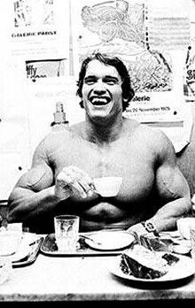 Coffeee : Arnold Schwarzenegger http://legjobbkave.hu/igy-kaveznak-a-sztarok/