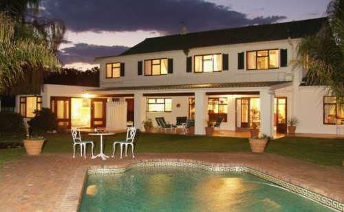 Point Lodge is ideally situated at the edge of the Knysna lagoon. Tranquil water laps at the garden wall at high tide.