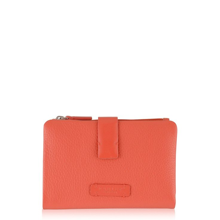 The Tetbury medium tab purse is made from premium leather for long-lasting luxury.