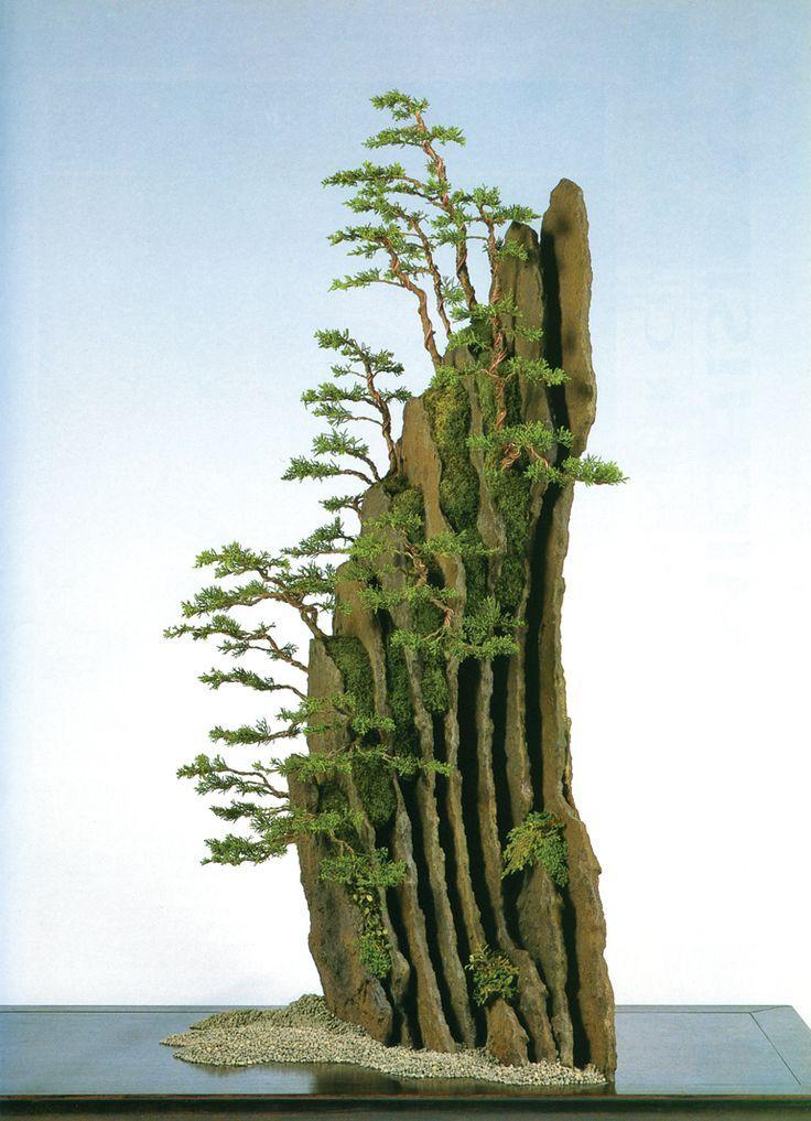 #盆栽アート #bonsai (Via: Bonsai Hedge – Something You Don't See Everyday )おぉこれはすごいな!どっちかつーと、岩がメインな感じの盆栽。っつうか、こんなちっちゃい木、あるの??^^;化粧砂にはK砂をどうぞ!
