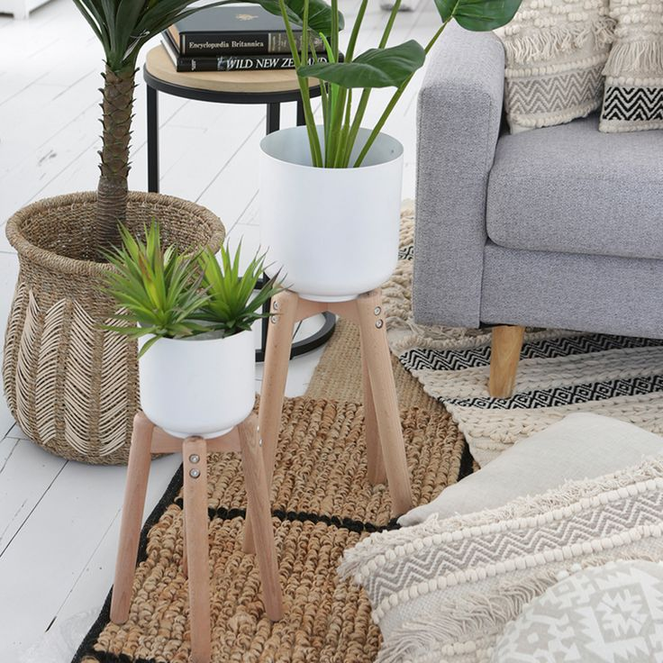 Fyra Planter with Stand- Pillow Talk