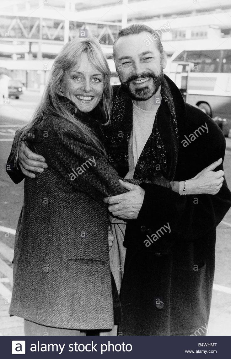 Twiggy Model And Actress With Husband Actor Leigh Lawson At Heathrow Stock Photo, Royalty Free Image: 20231687 - Alamy