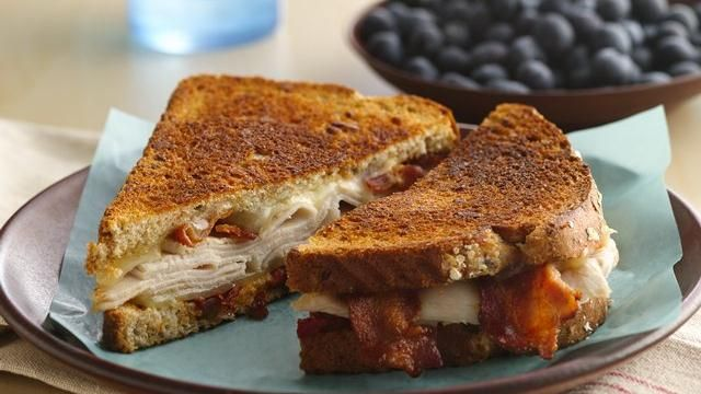 Grilled Turkey, Bacon, and Cheese Sanwich: Dinner ready in 30 minutes! Enjoy